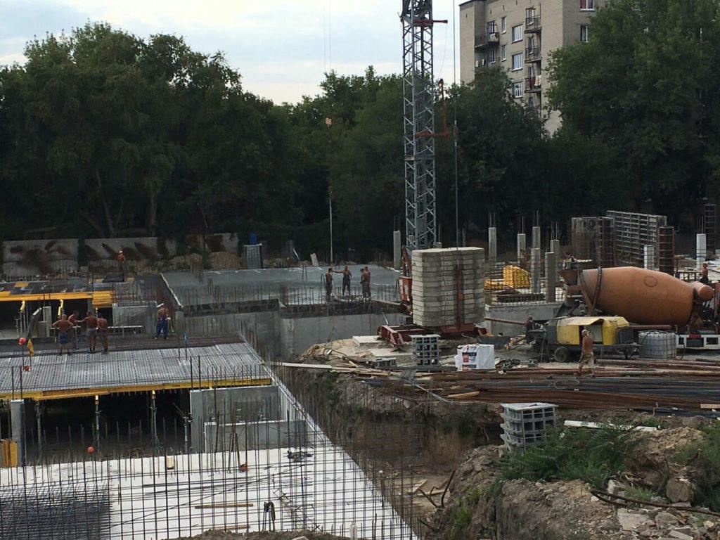 Заливаем бетоном перекрытие паркинга 2 секции Люкс