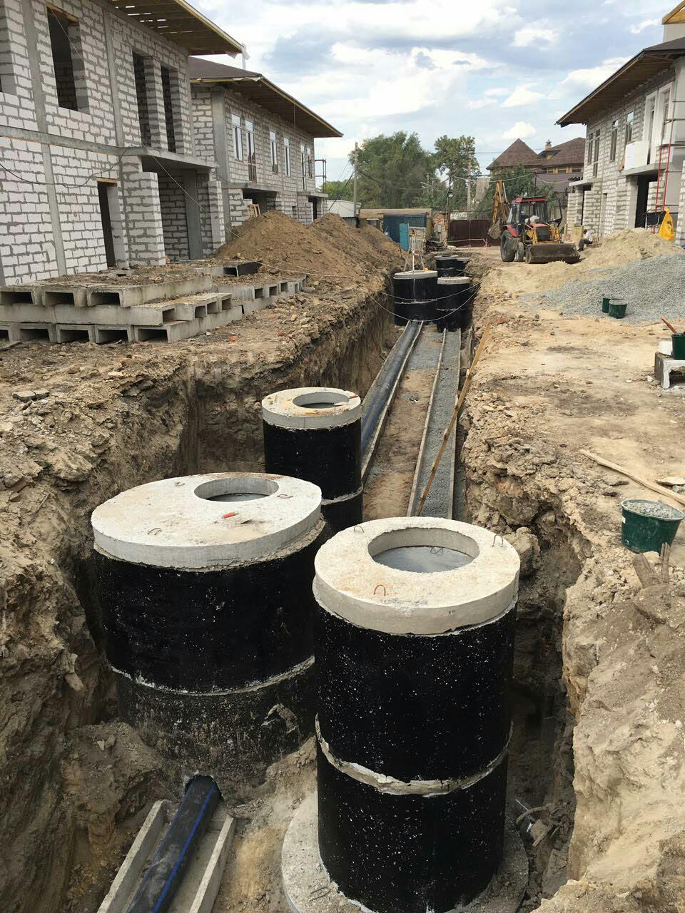 Строим инженерные наружные сети, водопровод и канализацию.