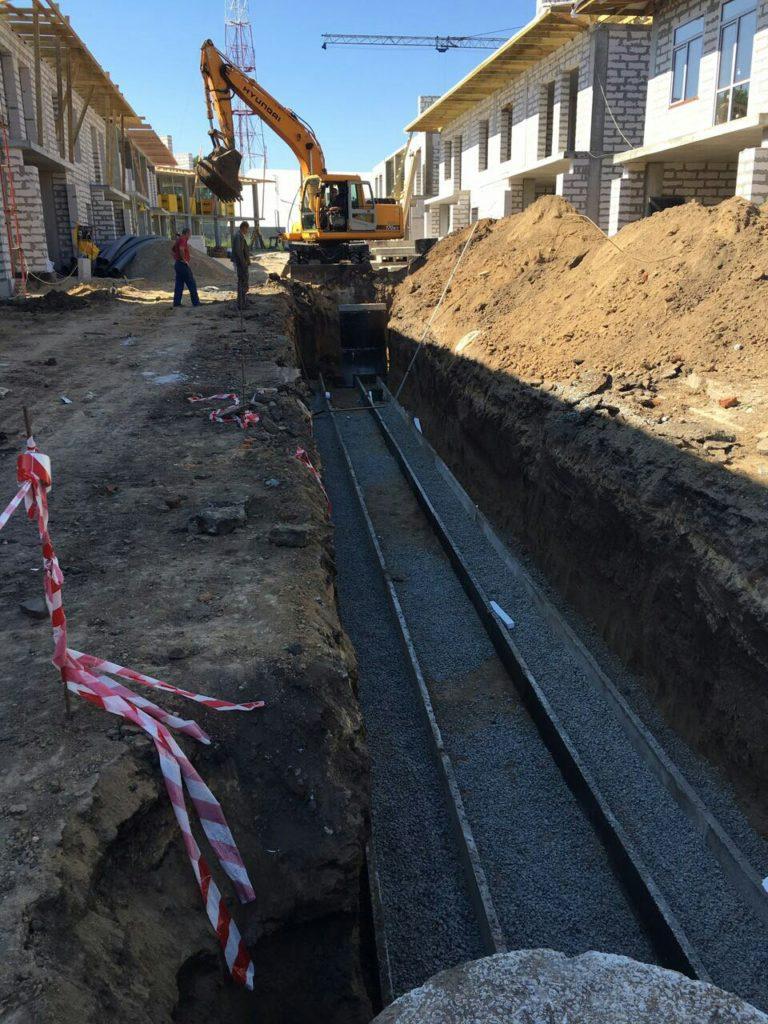 Производим работы по монтажу сетей ливневой канализации и водопровода