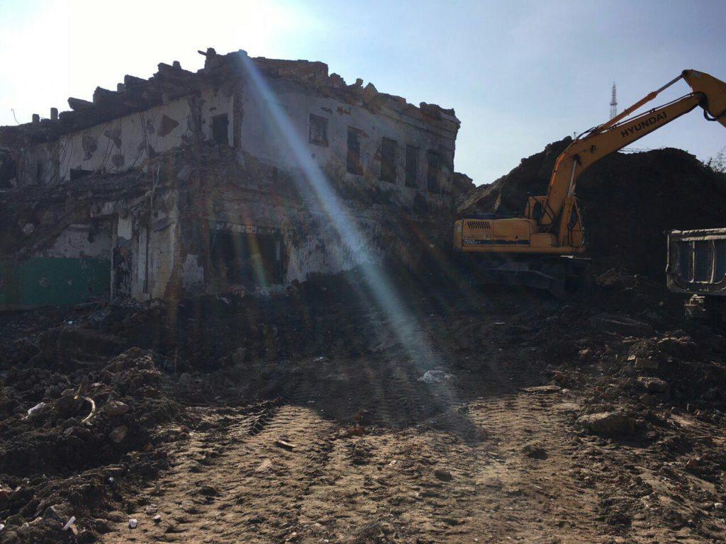 Заканчиваем демонтаж последнего строения старой фабрики