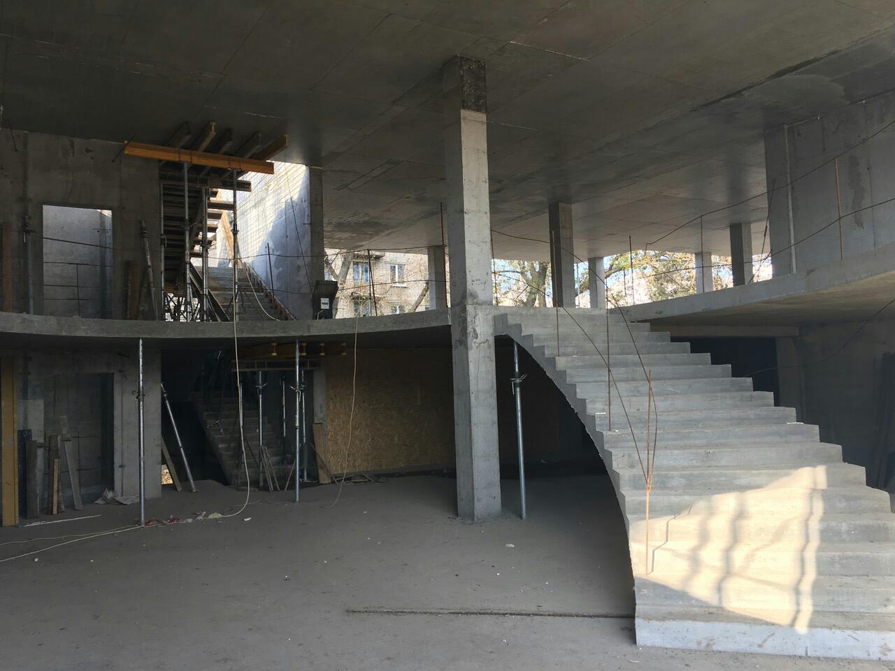 Центральный холл секции Люкс