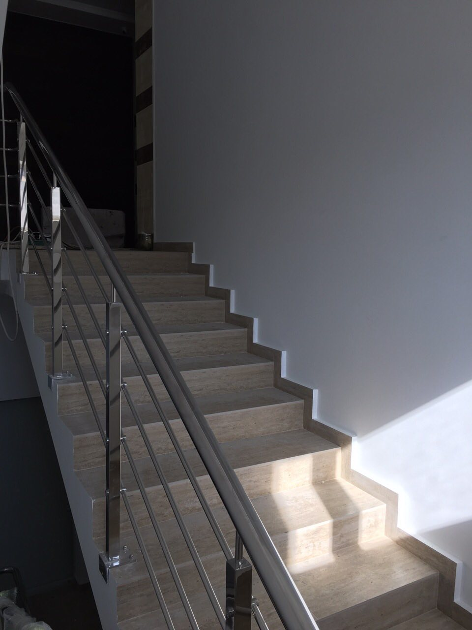 В секциях 2 и 3 Lux  заканчиваем отделку холла и мест общего пользования