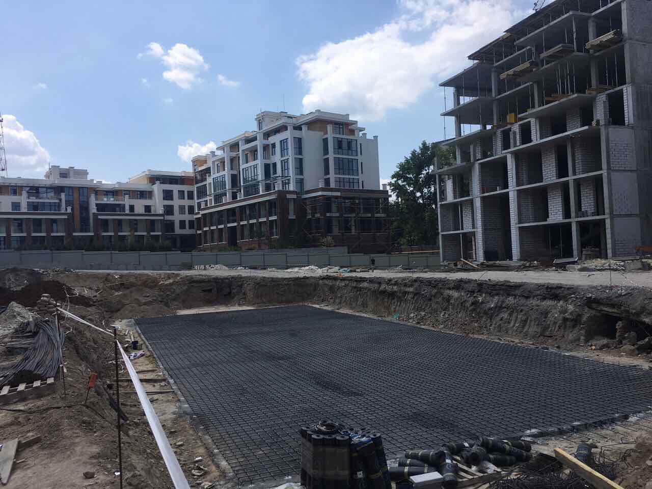 Бассейн секции комфорт уже строится