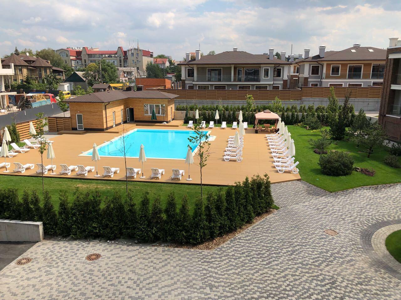 В секции люкс все готово к приему новых жильцов. Все включая бассейн!