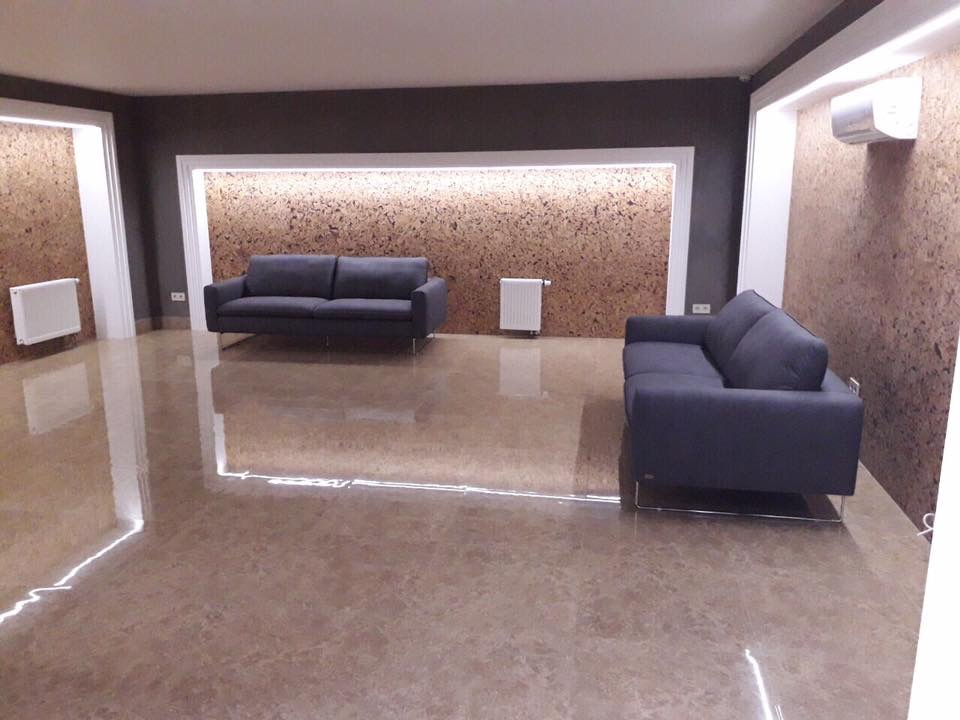 Секции LUX идеальны: система лифт-паркинг, лаунж зоны с удобными диванами и телевизорами, шезлонги у бассейна и красивые лавочки в тени уникальных деревьев! (в наличии ещё есть несколько квартир).