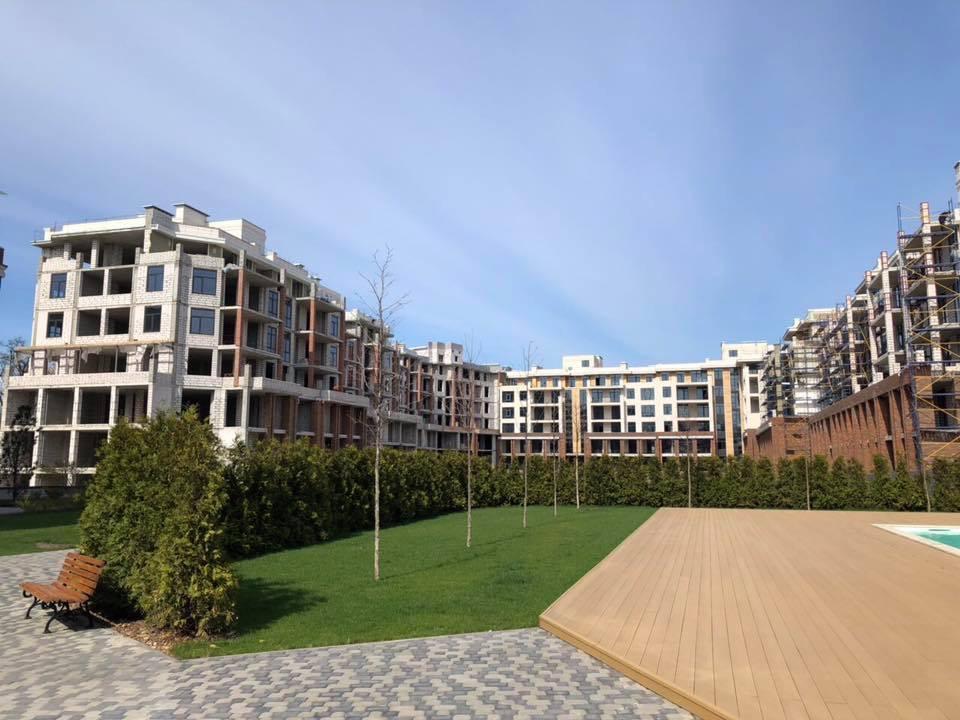 Друзья! Делимся с вами фотоотчетом о строительстве уникального жилого комплекса европейского формата в самом центре нашего любимого города! Мы на финише! Уже осенью комплекс будет полностью построен! Поспешите, с каждым днём квартир в продаже все меньше!